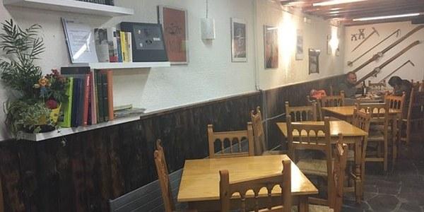 Imatge d'un dels bars de la comarca tancat