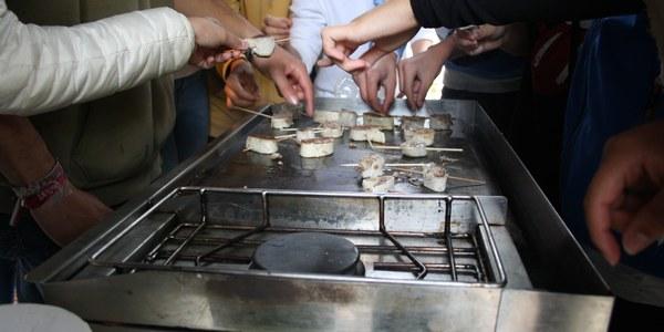 Pa, fruita i carn KM 0 a la Setmana Bio en els centres escolars